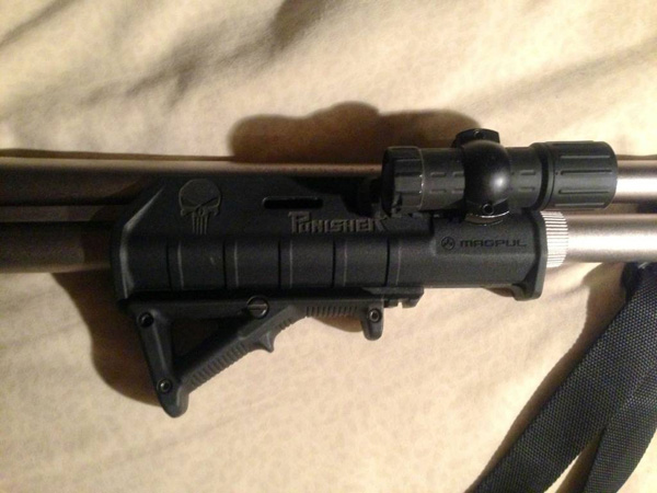 Magpul AFG on Magpul Forend for Remington 870