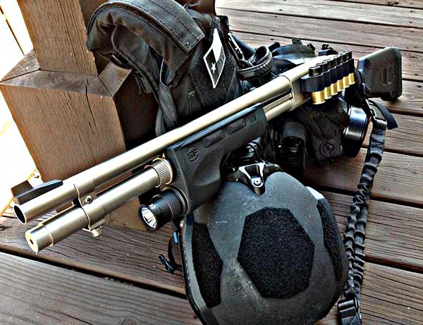 Remington 870 Marine, Surefire Forend Light, Mesa Tactical Sidesaddle, Magpul Stock