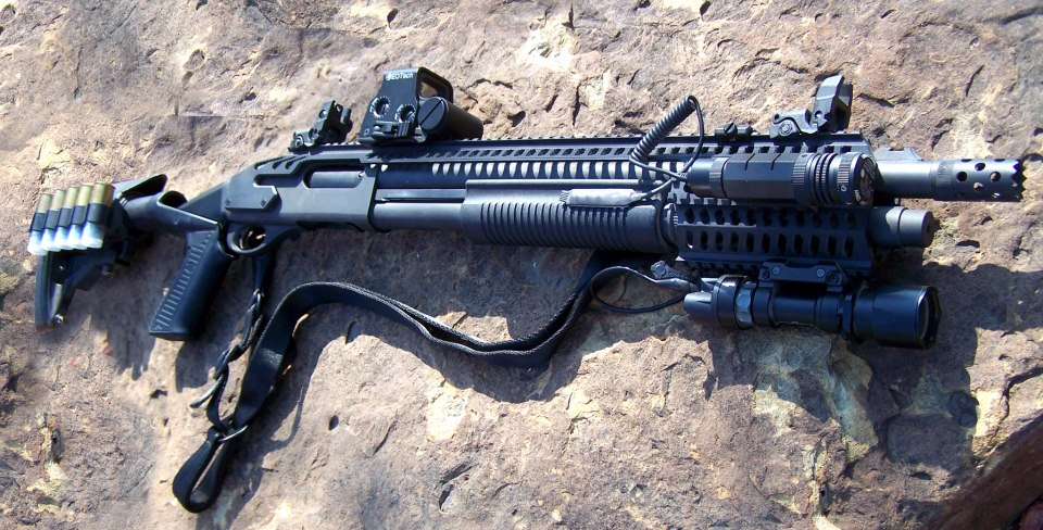 Remington 870 with Rail, Eotech Holographic Sight and Knoxx Stock