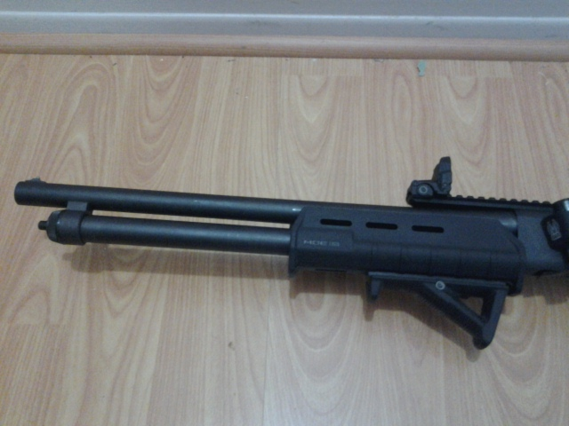 Remington 870 with Magpul forend, Magpul AFG2 angled foregrip