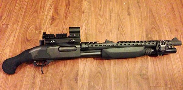 Remington 870 Shotgun with Heatshield, Sidesaddle, Holographic Sight