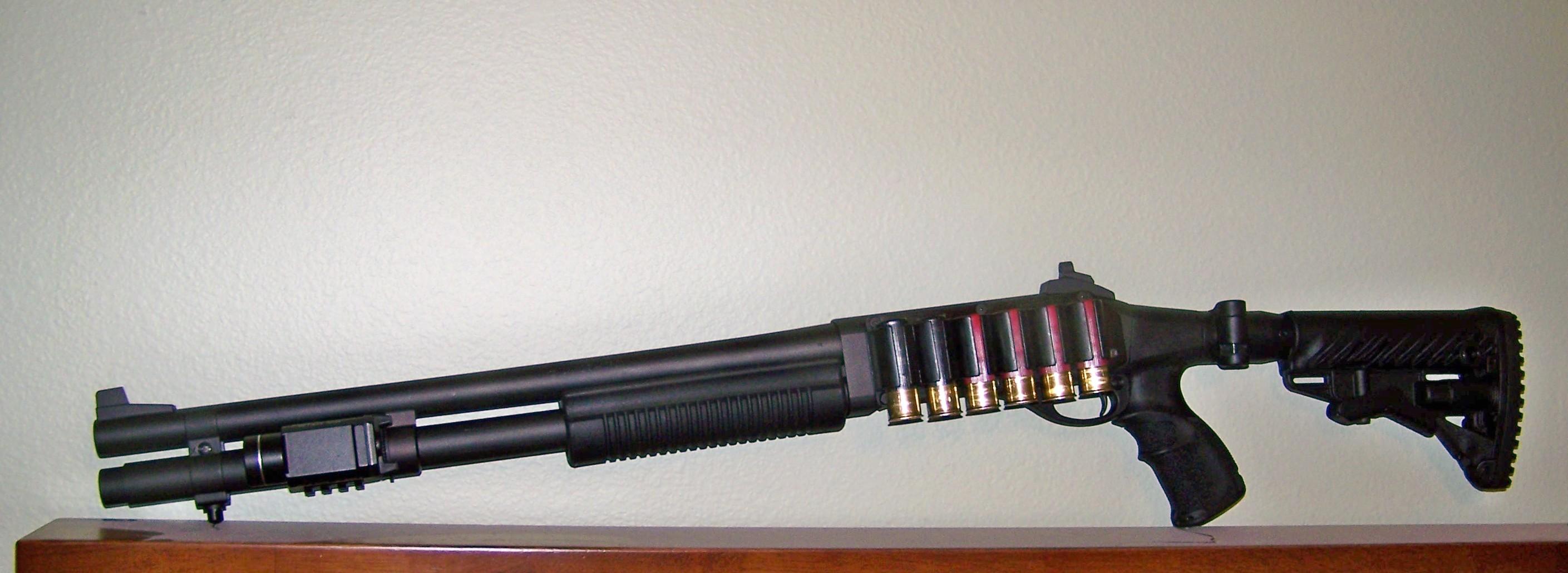 Remington 870 Express, Mako Stock, Wilson Ghost Ring Sights, Streamlight 1